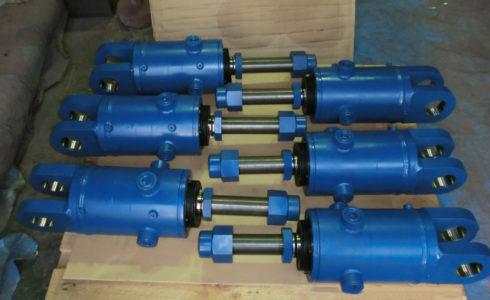 削岩機用油圧シリンダー