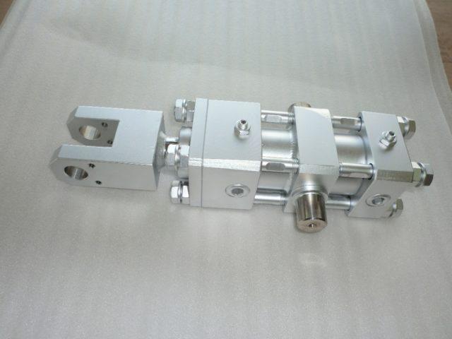トラニオン付き小型油圧シリンダー